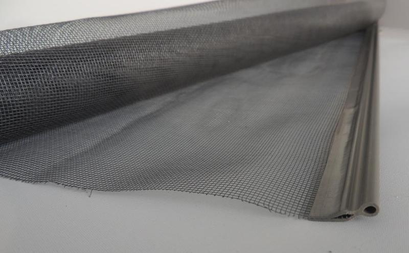 toile moustiquaire pour changer ou remplacer moustiquaire enroulable. Black Bedroom Furniture Sets. Home Design Ideas